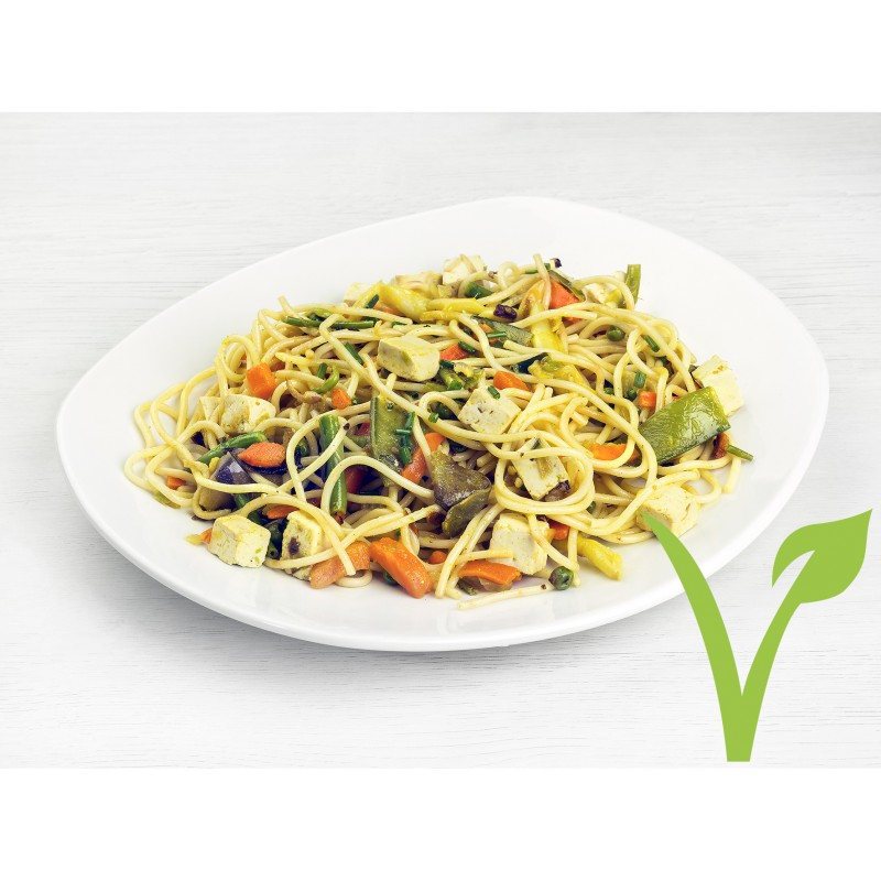 Espaguetis salteados con tofu y verduras